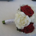 Pfingstrosen und Rosen